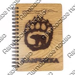 Блокнот деревянный с накладными элементами Медведь в лапе вид 2 с символикой Вашего города 50 листов