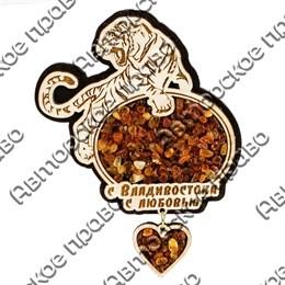 Магнит с янтарем Тигр вид 1 с подвеской и символикой Вашего города