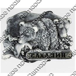 Магнит из мармолита Медведи с рыбой и символикой Сахалина