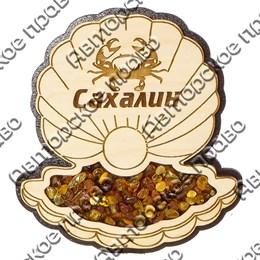 Магнит с янтарем Ракушка с символикой Сахалина