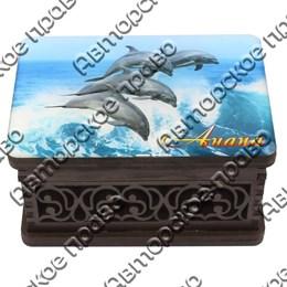 Шкатулка малая резная со смолой Дельфины вид 4 с символикой Вашего города